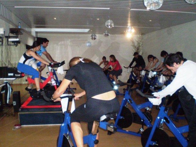 Kumelen centro suma un nuevo horario de spinning for Clases de spinning
