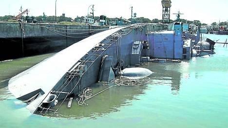 EL RELATO DEL RELATO: Discurso de Puricelli en el Acto por el Día de la Armada 17/05/2013 Inspeccion-Base-Puerto-Belgrano-Armada_CLAIMA20130127_0063_17