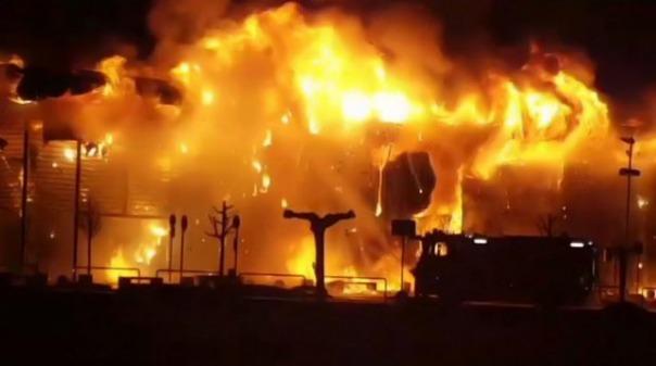 Impresionante incendio en un centro comercial de Italia